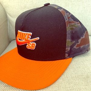 NWOT Nike Camo SB Snap Back Hat